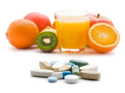 Không được uống thuốc với nước hoa quả