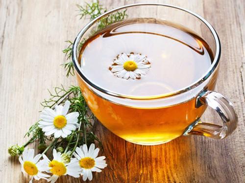 Sử dụng trà hoa cúc