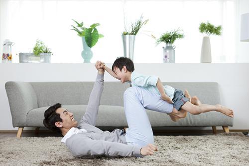 Gần 40% trẻ em từ 3-4 tuổi ở Việt Nam có cha nhưng không được chơi cùng trong những năm đầu đời