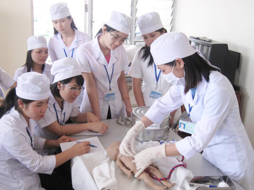 Học Trung cấp Y sĩ Đa khoa cơ hội việc làm thăng tiến