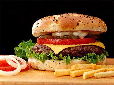 Không nên cho trẻ ăn nhiều đồ ăn có chất bảo quản