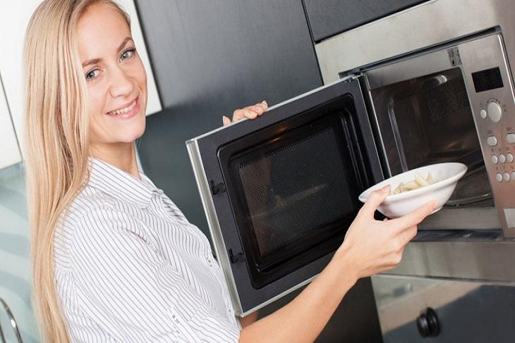 Lưu ý trong việc hâm nóng thức ăn