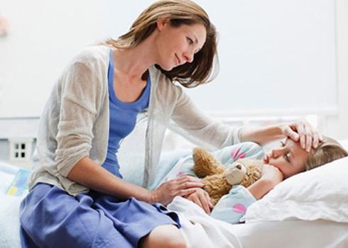 Cách hạ sốt cho trẻ không cần dùng thuốc