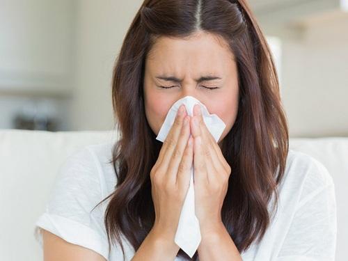 Dược sĩ tư vấn các loại thuốc tây điều trị bệnh viêm xoang