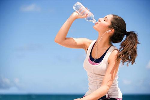 Giảm cân bằng uống nước