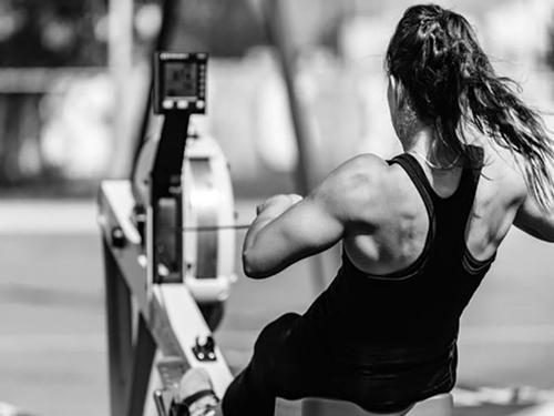 Hoạt động thể thao quá mức tăng sức ép lên thành phần cơ bắp gây hiện tượng chuột rút