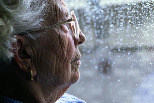 Người cao tuổi rất dễ bị dị ứng bởi các thành phần của thuốc