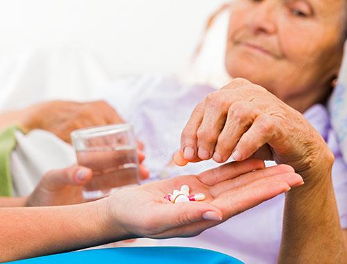 Sử dụng thuốc ho hợp lý cho người cao tuổi