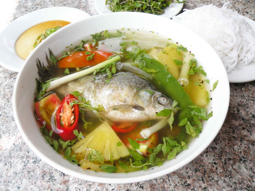Cá diếc nấu canh món ăn bài thuốc chữa chứng mất ngủ.