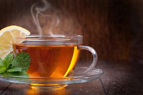 Uống trà nóng hoặc nước ấm phòng ngừa viêm xoang