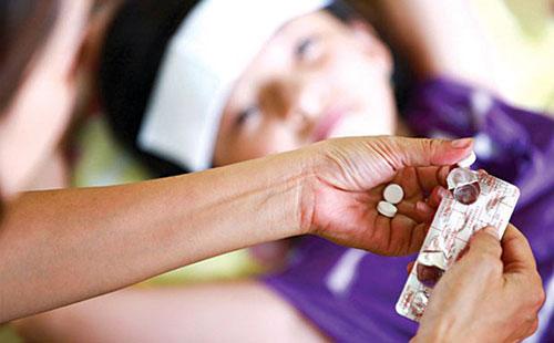 Sử dụng thuốc hạ sốt đúng loại và liều lượng