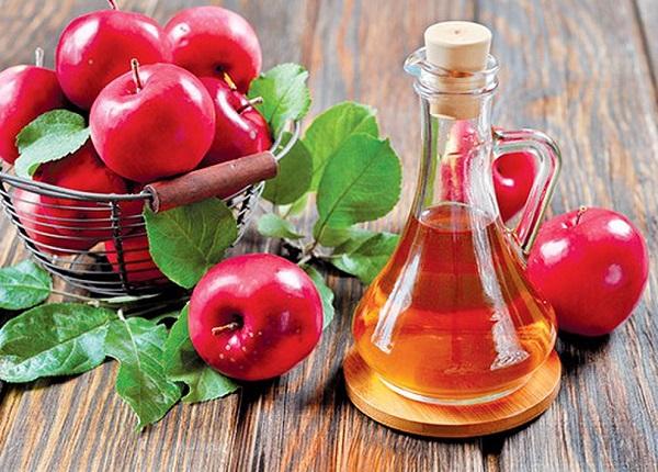 Để ngăn mùi cơ thể, bạn có thể dùng giấm trắng hay giấm táo đều hiệu quả