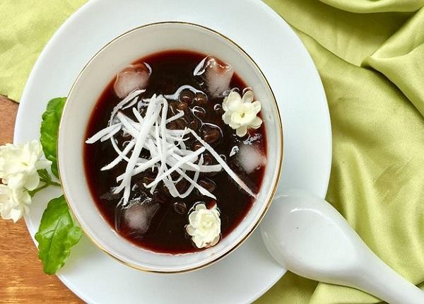 Chè đậu đen giúp bạn cảm thấy sảng khoái hơn trong những ngày hè oi bức