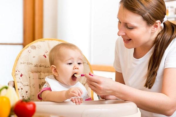 Nên bổ sung canxi cho trẻ từ các thực phẩm hàng ngày