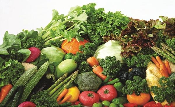 Bệnh nhân tăng huyết áp nên ăn nhiều rau xanh và trái cây tươi