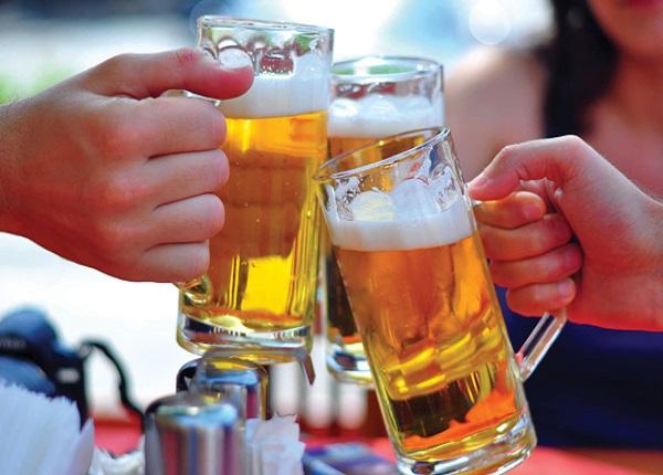 <center><em>Sử dụng rượu bia quá nhiều gây suy giảm các chức năng của gan</em></center>