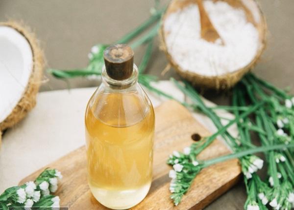 <center><em>Dầu dừa có nhiều công dụng tuyệt vời đối với sức khỏe</em></center>